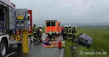 Feuerwehr befreit eingeklemmte Person nach schwerem Unfall in Brakel - Neue Westfälische