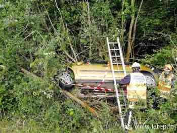 Une voiture termine sa course dans des arbres à Chevilly - Chevilly (45520) - La République du Centre