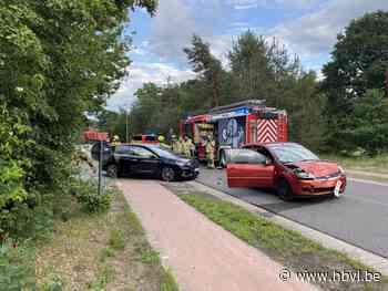 Twee lichtgewonden bij botsing - Het Belang van Limburg