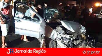 Carro bate em caminhão em Vinhedo - JORNAL DA REGIÃO - JUNDIAÍ