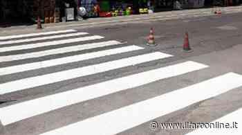 Ardea, sull'asfalto pieno di buche compaiono le nuove strisce pedonali - IlFaroOnline.it
