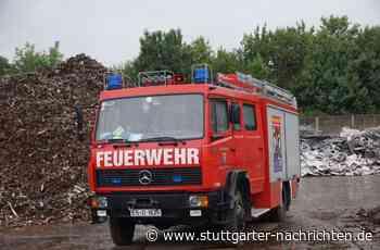 Feuerwehreinsatz in Dettingen - Unbekannte Chemikalie löst Großeinsatz aus – A8 kurzzeitig gesperrt - Stuttgarter Nachrichten