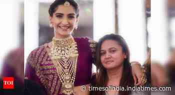 Sonam Kapoor Ahuja wishes hairstylist Alpa Khimani on her birthday - Times of India