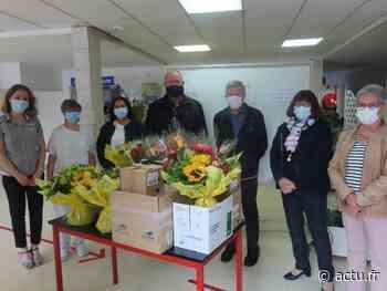Jura. Distribution de fleurs et de cadeaux à l'hôpital de Morez pour les résidents et les patients - actu.fr
