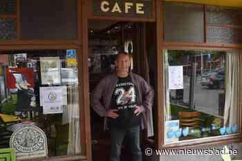 """Ondanks geruchten is cultcafé toch weer open: """"Mijn klanten zitten normaal bijna op elkaars schoot, dat wordt wel even aanpassen"""""""