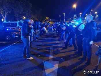 [VIDEOS] A Corbeil-Essonnes, les policiers rassemblés aux côtés des soignants du CHSF - actu.fr
