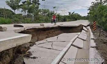 Pequeña lluvia destruye tramo de carretera Cerro de Nanchital-Las Choapas que construyó Elio Hernández de SIOP en 70 millones de pesos - plumas libres