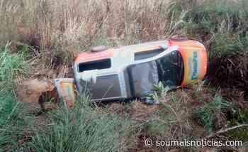 Carro funerário tomba em Porto Nacional momentos antes de transportar homem morto pela Covid-19 - Sou Mais Notícias