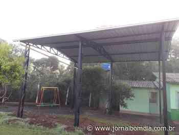 Notícias | Notícias: floriano-peixoto-escola-anita-garibaldi-recebe-area-coberta - Jornal Bom Dia