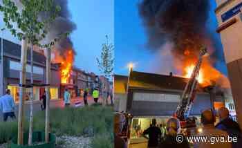 Appartement boven nachtwinkel brandt volledig uit - Gazet van Antwerpen