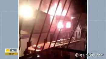 Casa pega fogo em Domingos Martins, no ES - G1