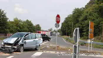 Unfall auf B 42 bei Lahnstein: Zwei Menschen werden schwer verletzt [Bildergalerie] - Rhein-Zeitung