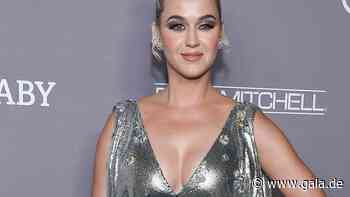Katy Perry: Batik-Kleid bringt Babybauch zur Geltung - Gala.de