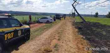Acidente com três carros derruba poste em Imbituva - ARede