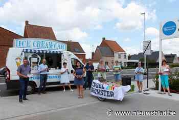 Geen groot feest voor vernieuwde straat door corona, gemeente trekt zelf naar bewoners met aardbeien en ijsjes