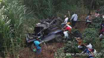 ¡De no creer! Rodó en un jeep por un abismo y salió ileso - Minuto30.com