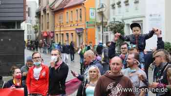 AfD-Demo: Bunter Protest gegen Kalbitz-Auftritt in Senftenberg - Lausitzer Rundschau