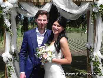"""Pieter-Jan en Maryna geven elkaar jawoord in tuin Sociaal Huis: """"Deze locatie maakt ons huwelijk extra speciaal"""""""