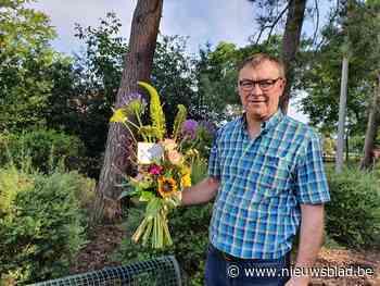 Gratis boeketje bloemen voor toevallige passanten in Oudsbergen