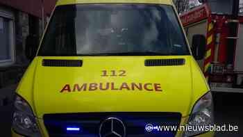 Motorrijder (68) zwaargewond na botsing met auto