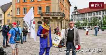 Prozess in Ellwangen: Mitglieder des Freundeskreises für Alassa fordern dessen Freispruch - Schwäbische