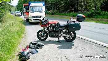 Überholen wird knapp: Motorradfahrer stürzt in Hilchenbach - Westfalenpost