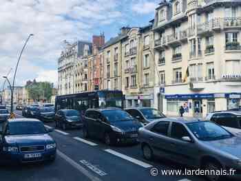 Les voitures en mode collé-serré avenue d'Arches, à Charleville-Mézières - L'Ardennais