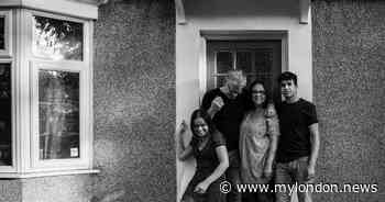 The Hounslow mum taking heartwarming doorstep photos in lockdown - MyLondon