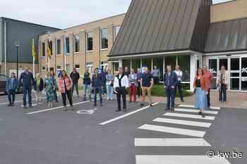 Gemeenteraad Oostkamp bezoekt De Valkaart - Politiek - KW - Krant van Westvlaanderen