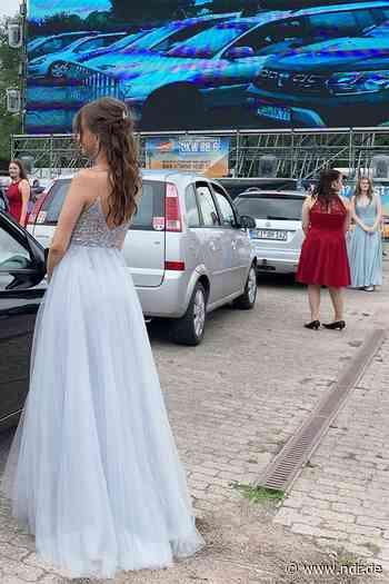 Heide: Schul-Abschlussfeier im Autokino - NDR.de