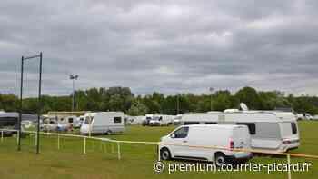 Les caravanes occupent le stade de foot à Verberie - Courrier picard