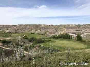 AROUND THE GREENS: Drumheller's Dinosaur Trail feels like day trip to another planet - Calgary Sun