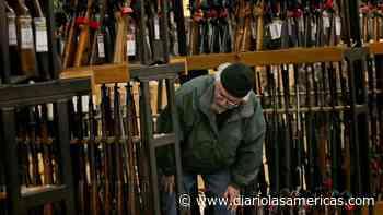Aumenta la verificación de antecedentes para compra de armas en Florida - Diario LAs Americas