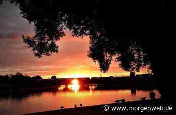 Leserfoto zeigt glutroten Sonnenuntergang über Ladenburg - Mannheimer Morgen