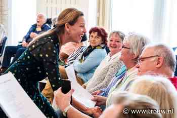 Mezzosopraan Maartje de Lint zingt voor ouderen met dementie: Muziek is een massage voor het brein - Trouw