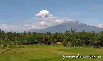 Indonesische vulkaan Merapi barst twee keer uit en spuwt as zes kilometer de lucht in - Het Nieuwsblad