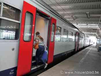 Bermbrand dichtbij station Deinze legt treinverkeer stil