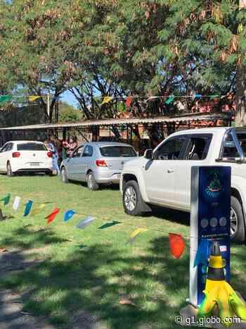 Escola de Itu faz 'arraiá' drive-thru para arrecadar alimentos e distribuir lembrancinhas aos alunos - G1