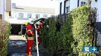 Kreuztal-Buschhütten: Feuerwehr löscht brennende Gartenhecke - Westfalenpost