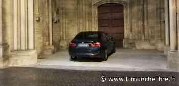 Coutances. Une voiture garée sous un porche de la cathédrale intrigue à la nuit tombée - la Manche Libre