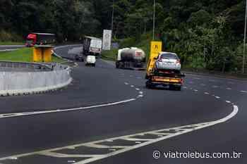 Rodovia Régis Bittencourt tem pistas bloqueadas em Cajati após acidente neste domingo (21) - Via Trolebus
