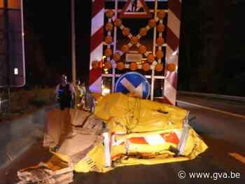 Terreinwagen knalt tegen botsabsorbeerder op E313 in Olen - Gazet van Antwerpen