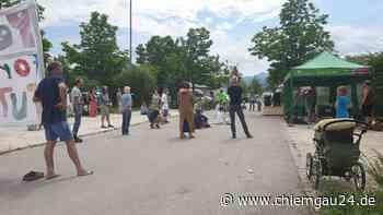 Corona Demo für die Grundrechte in Prien am Chiemsee am Sportplatz - chiemgau24.de