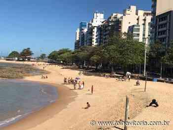 Registro feito em Guarapari mostra banhistas na praia durante fim de semana - Folha Vitória