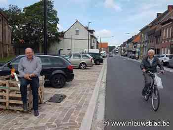 """Kortparkeren wordt na heraanleg de norm in dorpscentrum: """"Tijdens begrafenissen zal het wat behelpen zijn"""" - Het Nieuwsblad"""