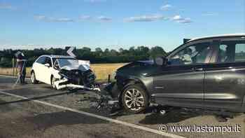 Scontro fra tre auto sulla strada tra Mottalciata e Villanova: i feriti portati in ospedale - La Stampa