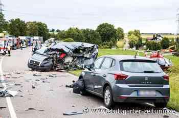 Unfall auf B10 bei Schwieberdingen - Transporter kracht in Tanklastzug – ein Mensch stirbt - Stuttgarter Zeitung