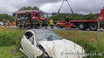 Siegsdorf: Spektakulärer Unfall - Mercedes überschlägt sich auf A8 mehrfach - wasserburg24.de
