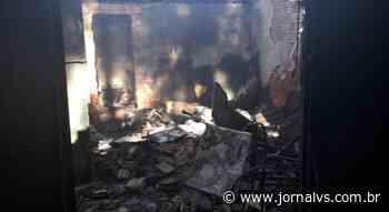 Família pede ajuda depois de perder casa em incêndio em Esteio - Jornal VS