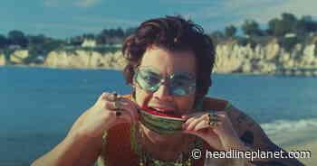 "Harry Styles' ""Watermelon Sugar"" Makes Top 20 On Billboard Hot 100 Chart - HeadlinePlanet.com"